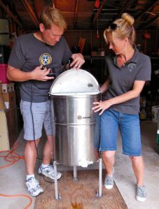 Andy & Lisa contemplating the shake-shake-shake dance of the honey extractor/centrifuge.
